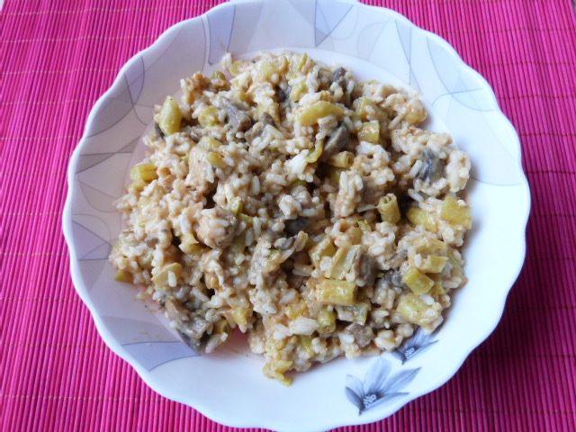 Cukinia nadziewana ryżem, pieczarkami i fasolką