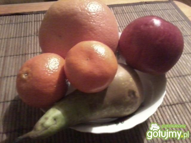 Cytrusowa sałatka z gruszką