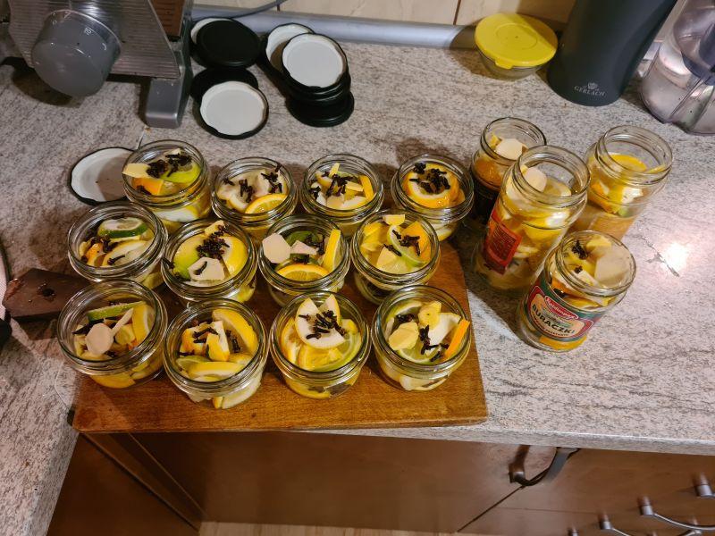 Cytryna w słoiczkach