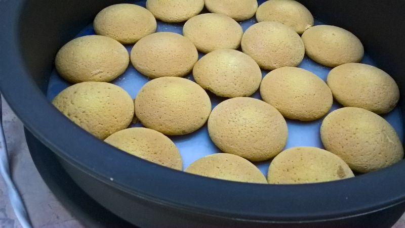 Cytrynowy sernik na zimno z brzoskwiniami