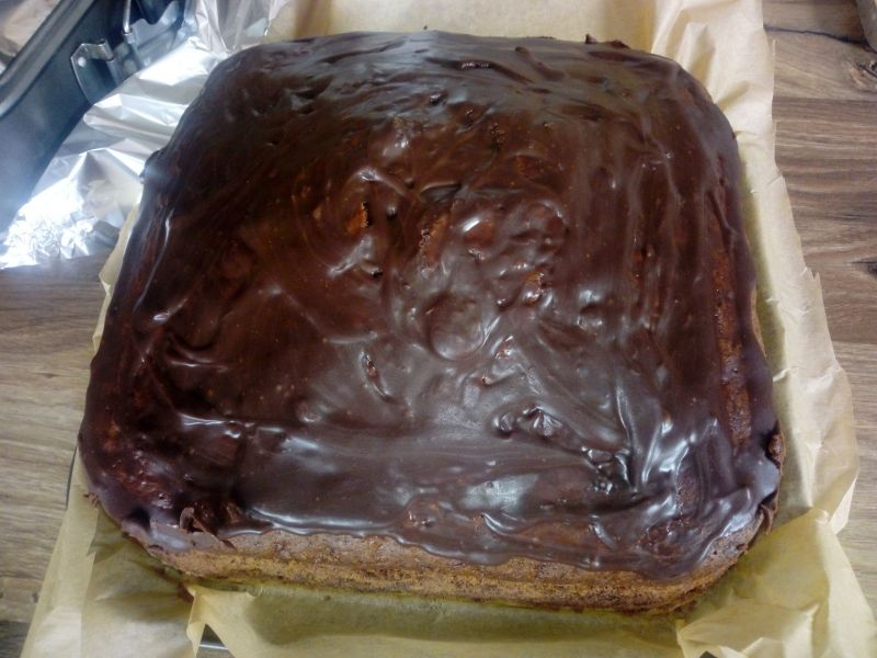 Czekoladowe ciasto cukiniowo - jabłkowe