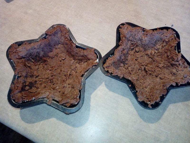 Czekoladowe tartaletki z wiśniami i kaszą manną