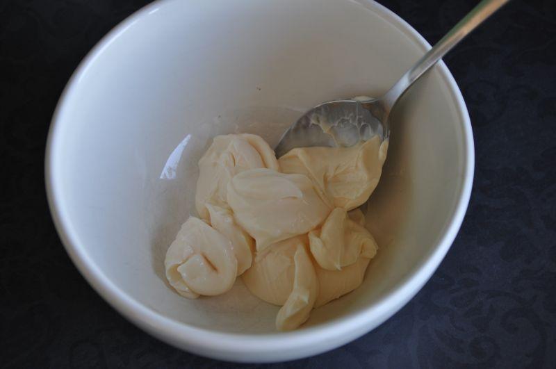 Delikatny sos sałatkowy