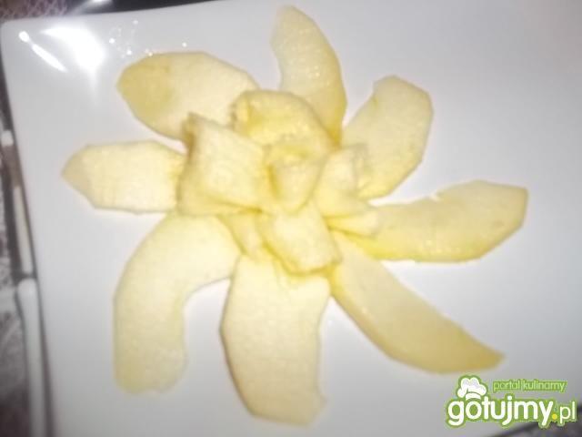 Deser jabłkowy z sosem balsamicznym
