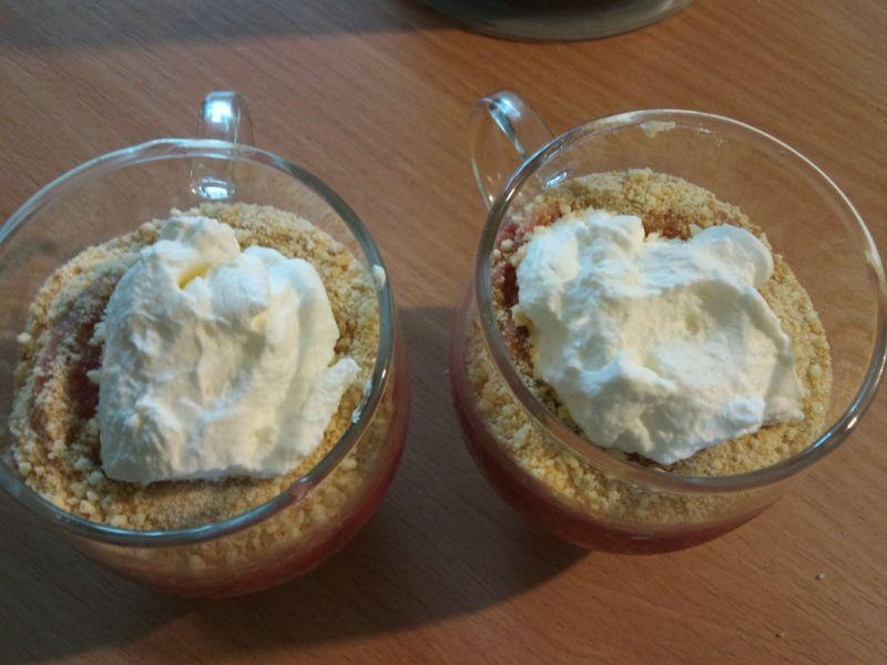 Deser z musem truskawkowym i mascarpone