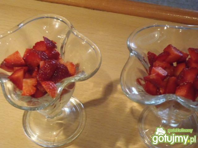 Deser z truskawkami 4