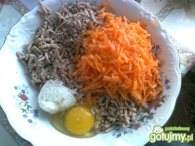 Dietetyczne klopsy z marchewką.
