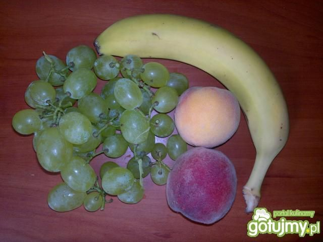 Dietetyczny deser owocowo-jogurtowy