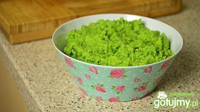 Dip z zielonego groszku i crudités