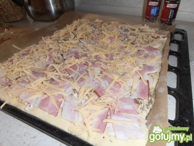 Domowa pizza z bekonem