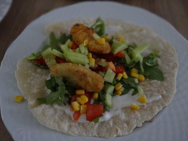 Domowa tortilla z kurczakiem i warzywami