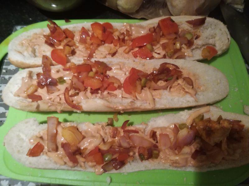 Domowa zapiekanka z kurczakiem i warzywami