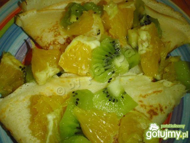Domowe naleśniki z owocami