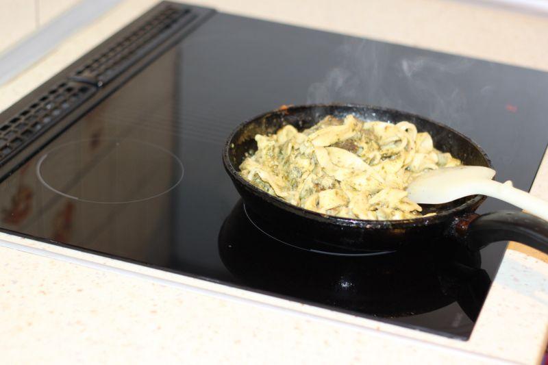 Domowy makaron ze szpinakiem
