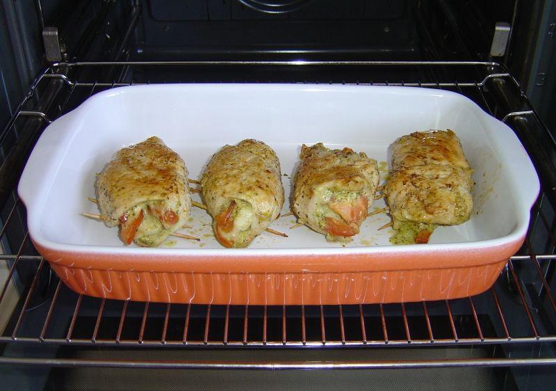 Drobiowe roladki z zielonym pesto i mozzarellą