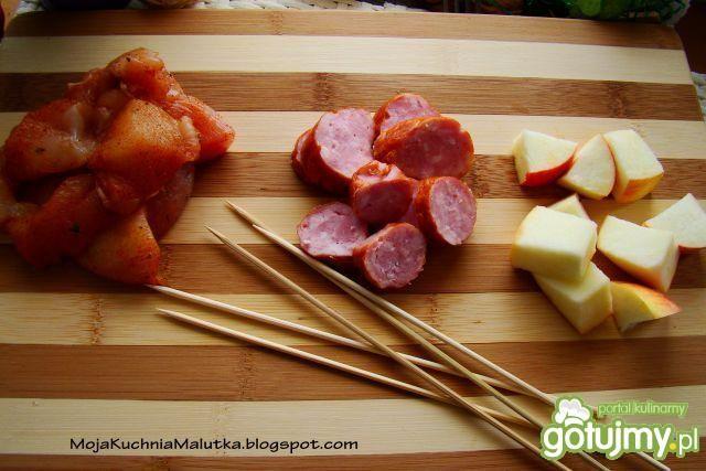 Drobiowe szaszłyki z jabłkiem