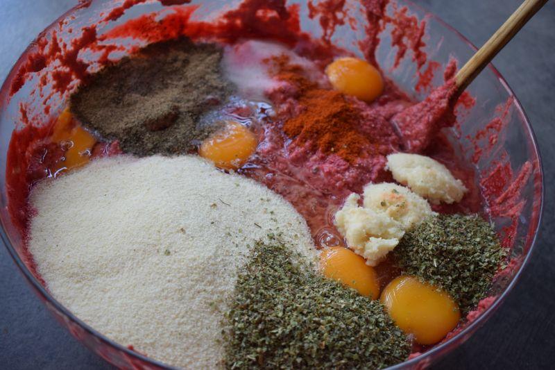 Drobiowy pasztet rosołowy z pieczonymi burakami