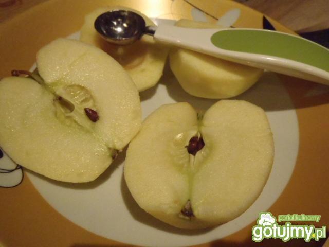 Drożdżowe bułeczki z jabłkami i orzecham