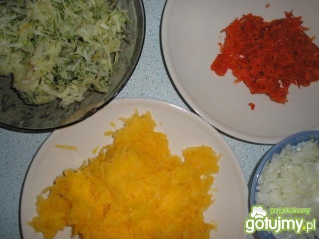 Drożdżowe placuszki z warzywami
