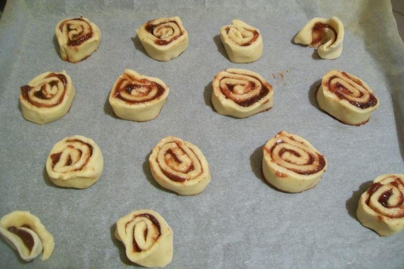 Drożdżowe ślimaczki z marmoladą