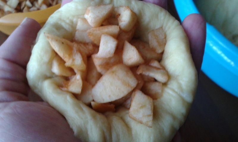 Drożdżowo - dyniowe bułeczki z jabłkami
