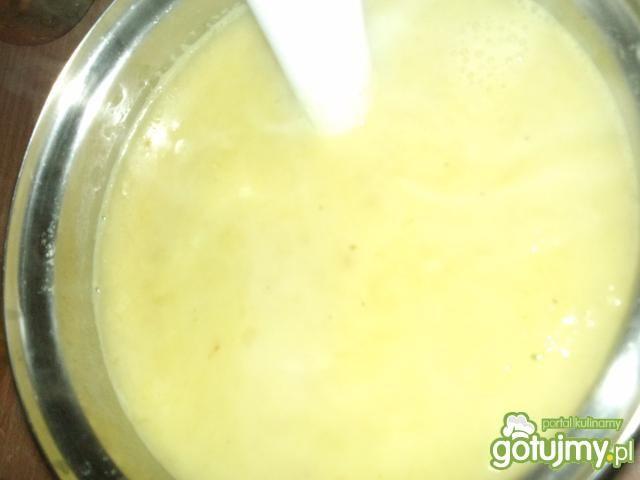 Dyniowy krem z groszkiem i marchewką