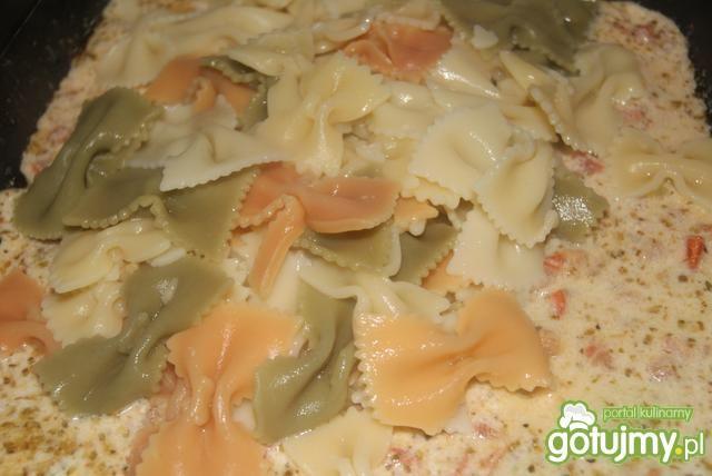 Farfale i sos ,, łapu -cap ,,