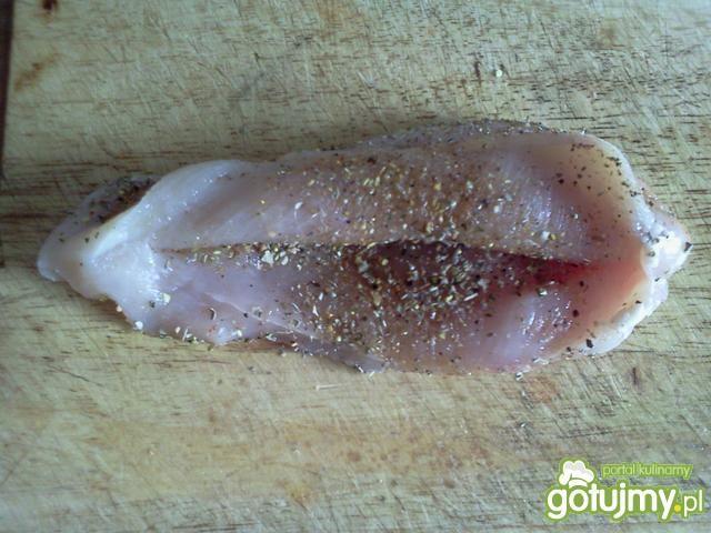 Faszerowana pierś pod kostką z gruszki