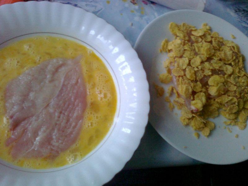 Filet panierowany w płatkach kukurydzianych