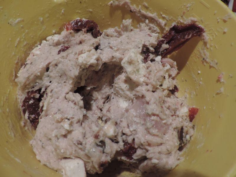 Filet z indyka nadziewany suszonymi pomidorami