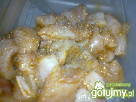 Filet z kurczaka w sosie.