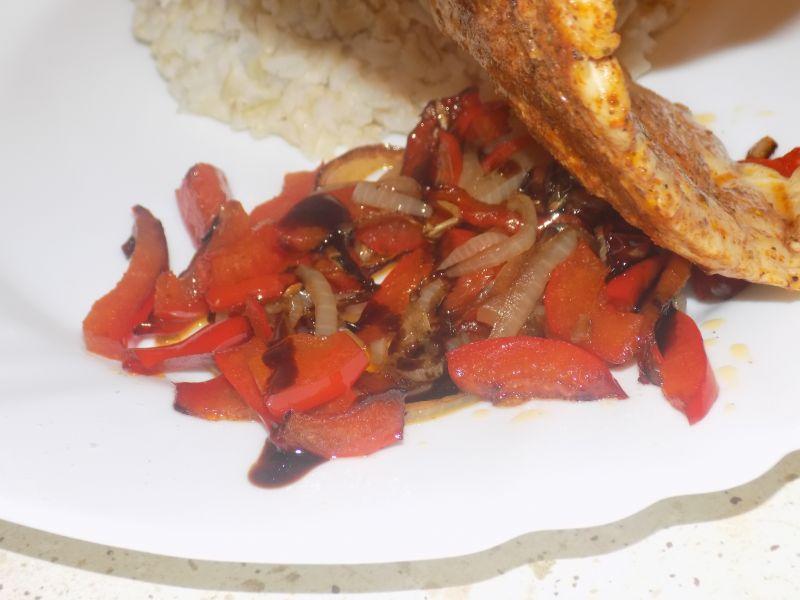 Filet z papryką i cebulką