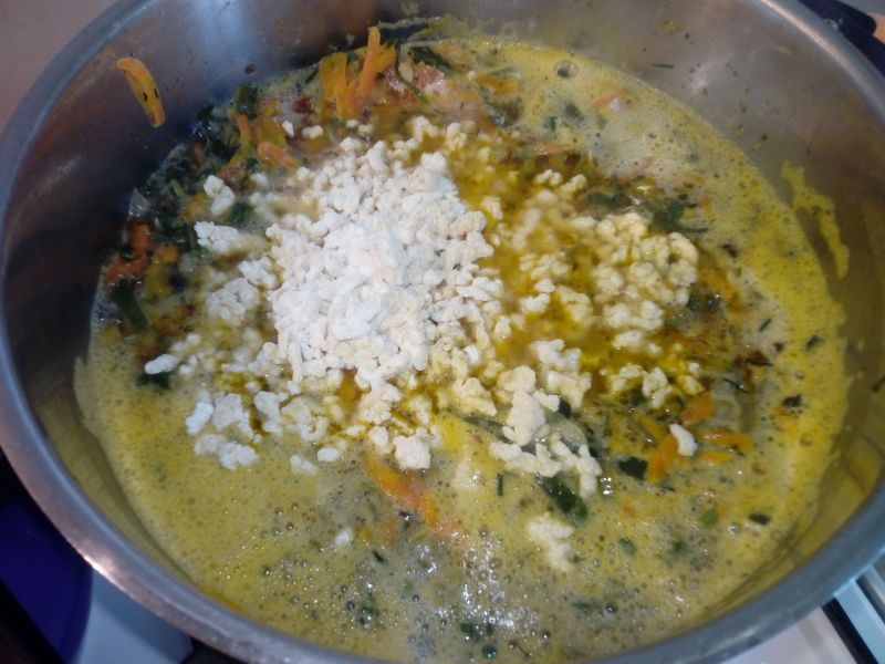 Gęsta zupa zacierkowa