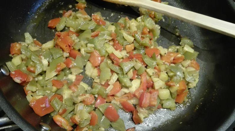 Glazurowany łosoś imbirowo-miodowy z warzywami
