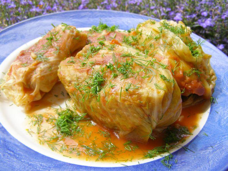 Gołąbki pieczone w brytfannie w soku pomidorowym