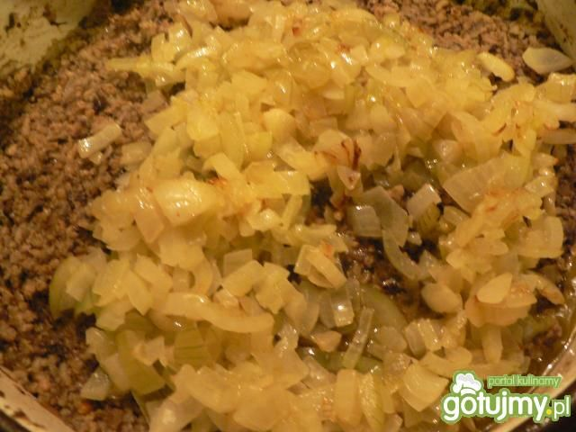 Gołabki z kaszą, mięsem i grzybami