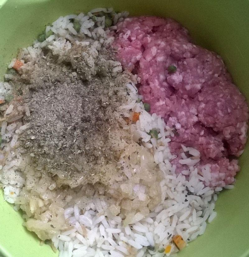 Gołąbki z mięsem i mieszanką ryżową