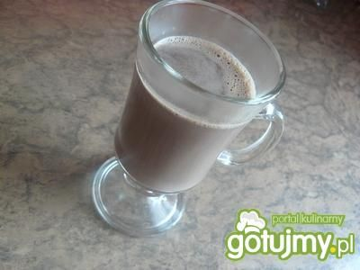 Gorąca czekolada z bitą śmietaną