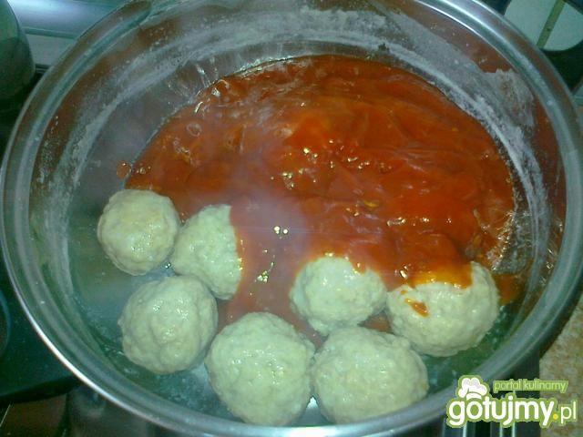 Gotowane pulpety w sosie spaghetti