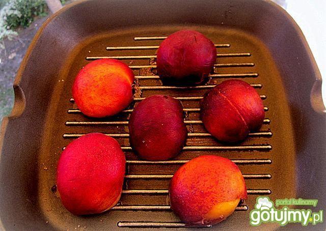 Grillowane brzoskwinie z lodami advocat