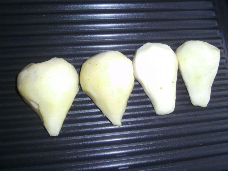 Grillowane gruszki z sosem miętowym
