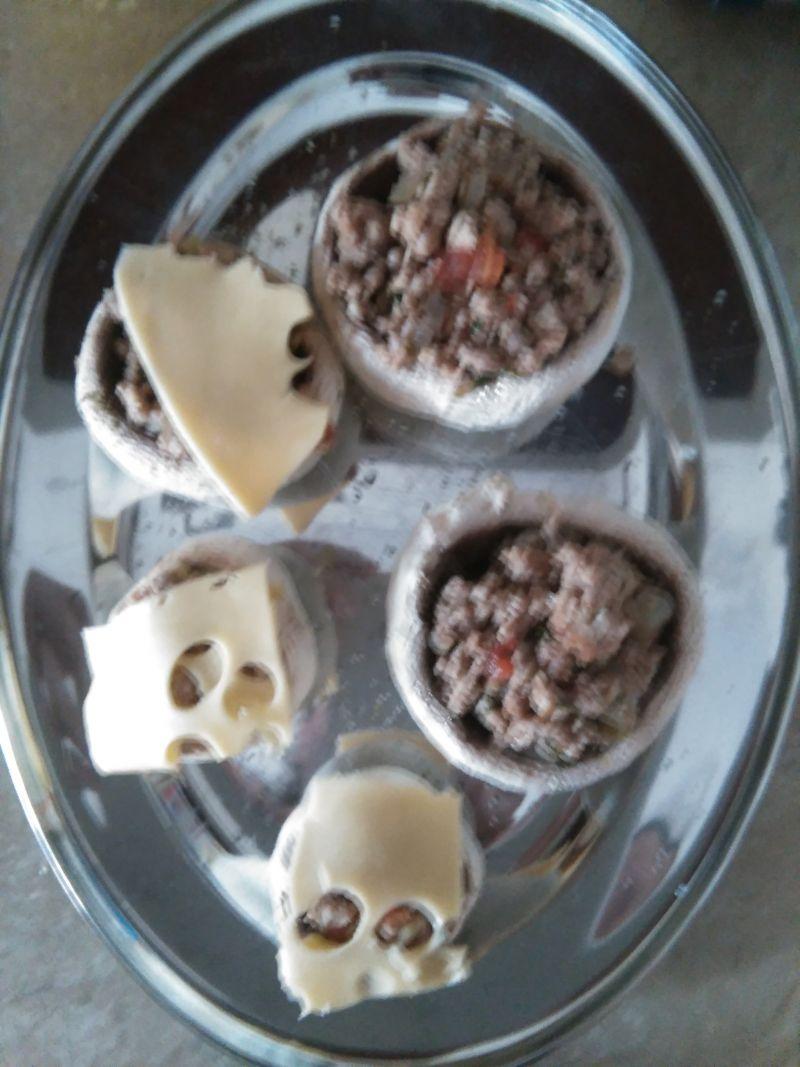 Grillowane pieczarki faszerowane mięsem