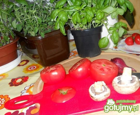 Grillowane pomidory nadziewane  jajkiem
