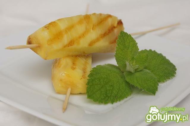 grillowany ananas z sosem czekoladowym