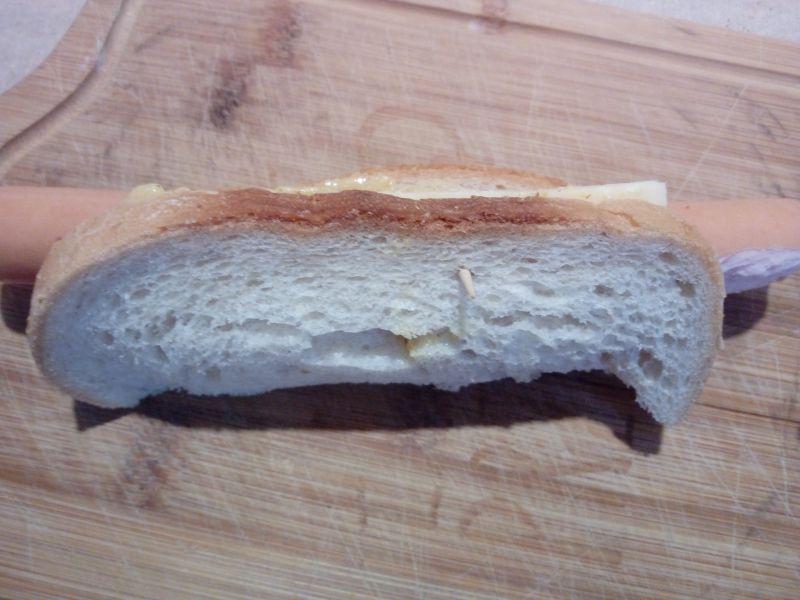 Grillowany hot - dog w chlebie