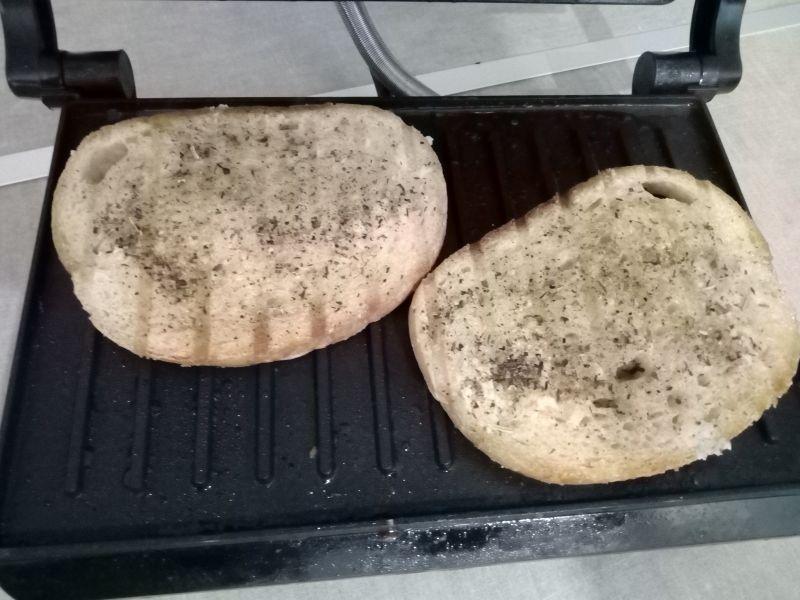 Grzanki czosnowe z parowka z grilla