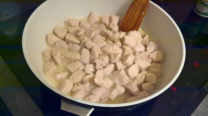 Gulasz drobiowy z pieczarkami, porem i musztardą
