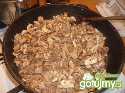 Gulasz wieprzowy z pieczarkami