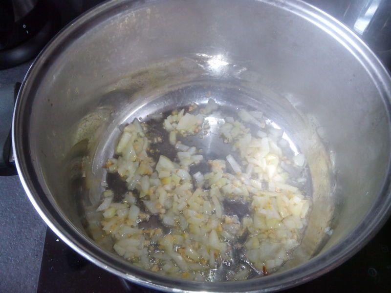 Gulasz wieprzowy z plackami ziemniaczanymi