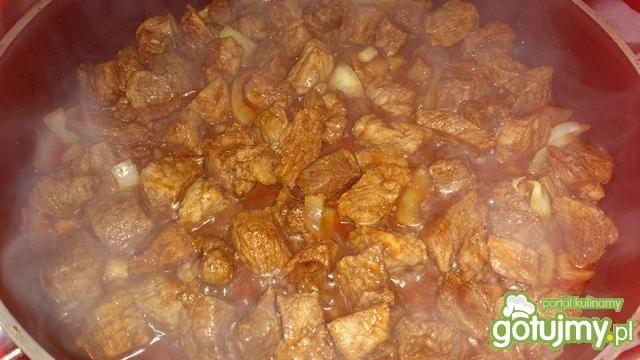 Gulasz z kukurydzą i pomidorami suszonym